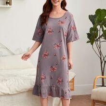 Nachtkleid mit Blumen Muster und Rueschen