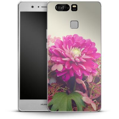 Huawei P9 Silikon Handyhuelle - Pink Dahlia 2 von Joy StClaire