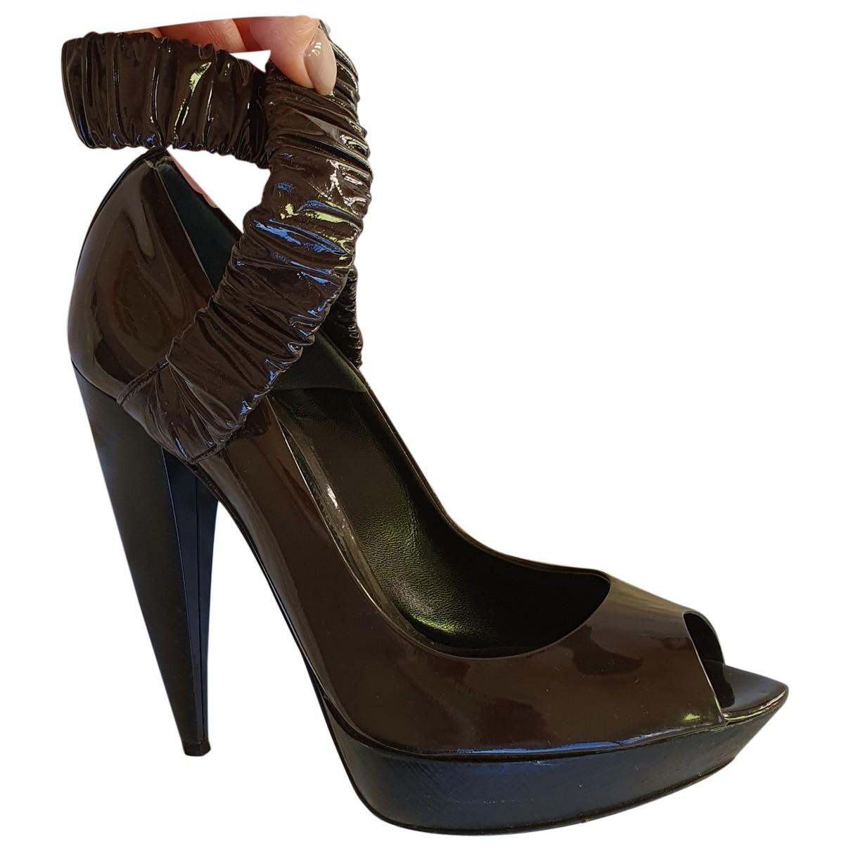Burberry - Escarpins   pour femme en cuir verni - marron