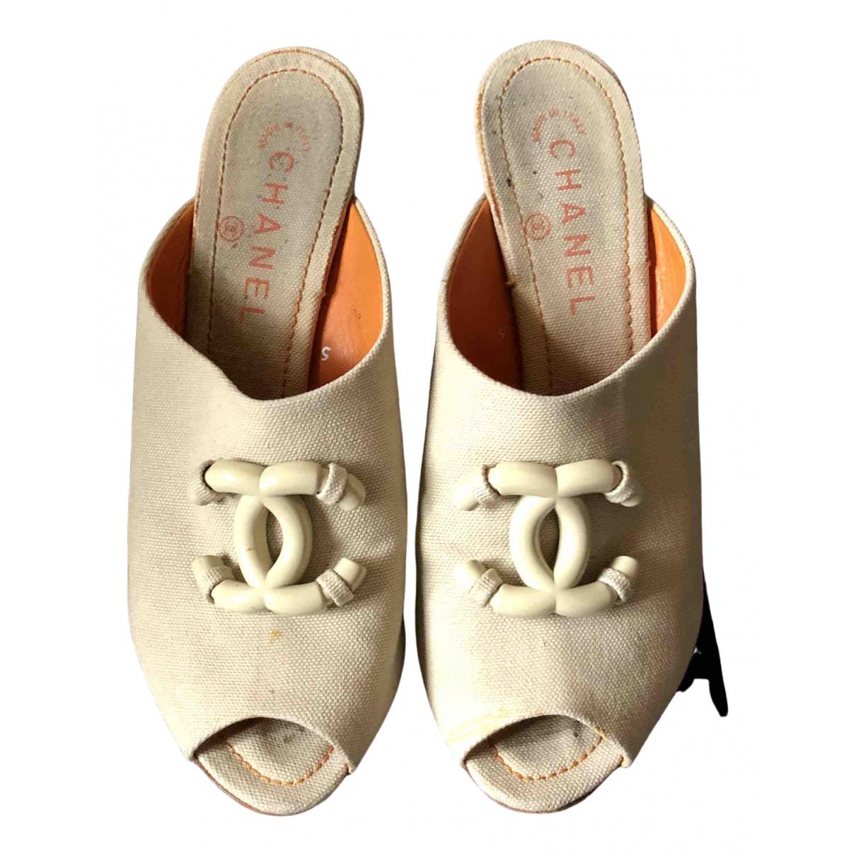 Zuecos de Lona Chanel