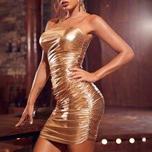 Figurbetontes Kleid mit Rueschen