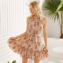 Kleid mit Ruesche am Kragen, Perlen, Knopfen vorn, Guertel, Raffungsaum und Blumen Muster