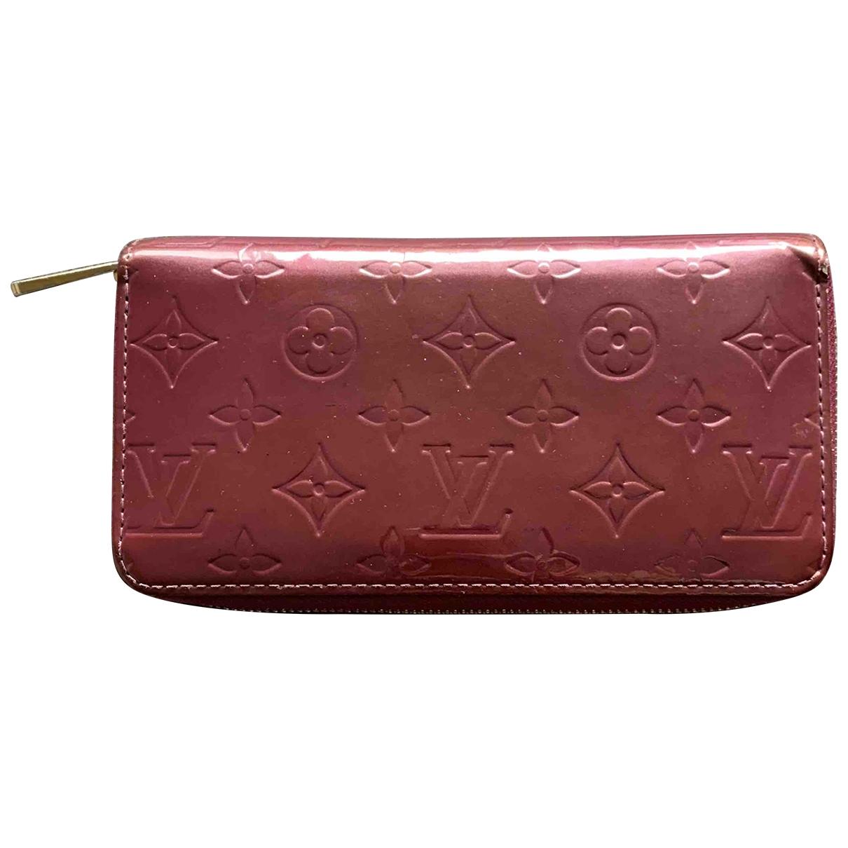 Louis Vuitton Zippy Portemonnaie in  Bordeauxrot Lackleder