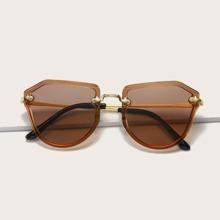 Gafas de sol con montura geometrica