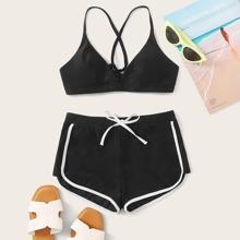 Binden Sie das Oberteil mit Shorts-Bikini-Set zurueck