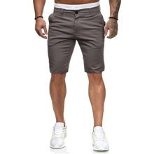 Bermuda Shorts mit schraegen Taschen und Knopfen