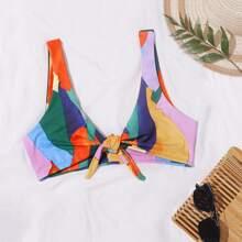 Top bikini con nudo delantero con estampado