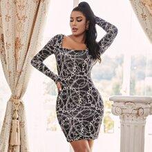 Figurbetontes Kleid mit Kette Muster