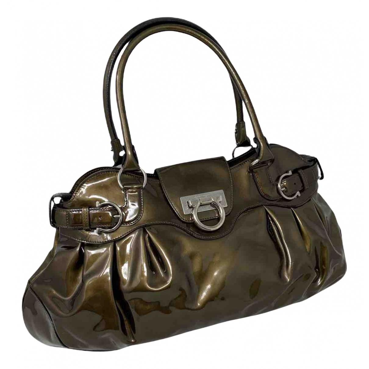Salvatore Ferragamo \N Handtasche in  Gruen Lackleder
