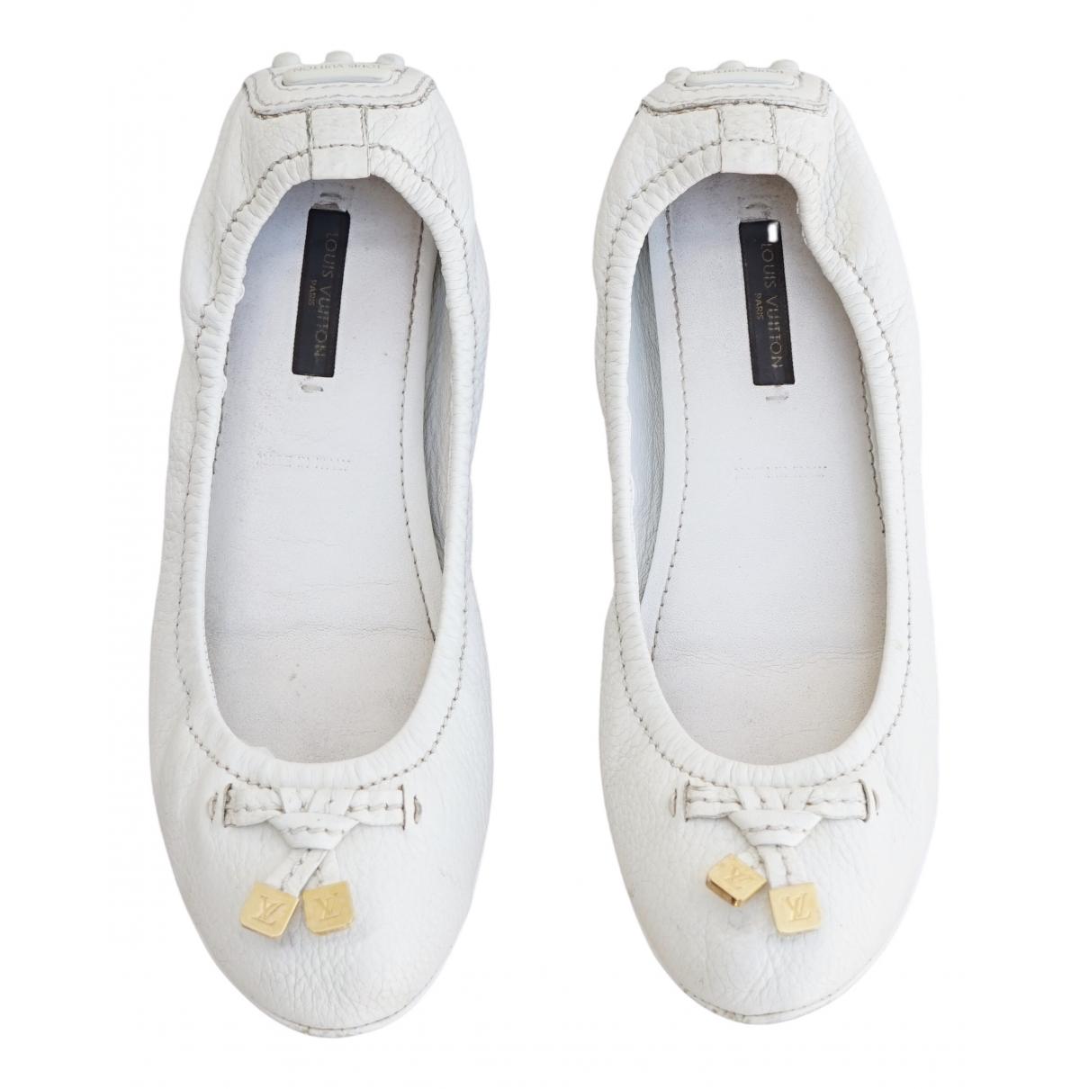 Louis Vuitton \N Ballerinas in  Weiss Leder