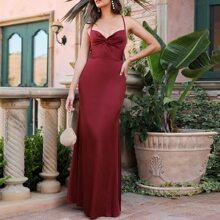 Kleid mit Kreuzgurt, offener Rueckseite und Twist vorn