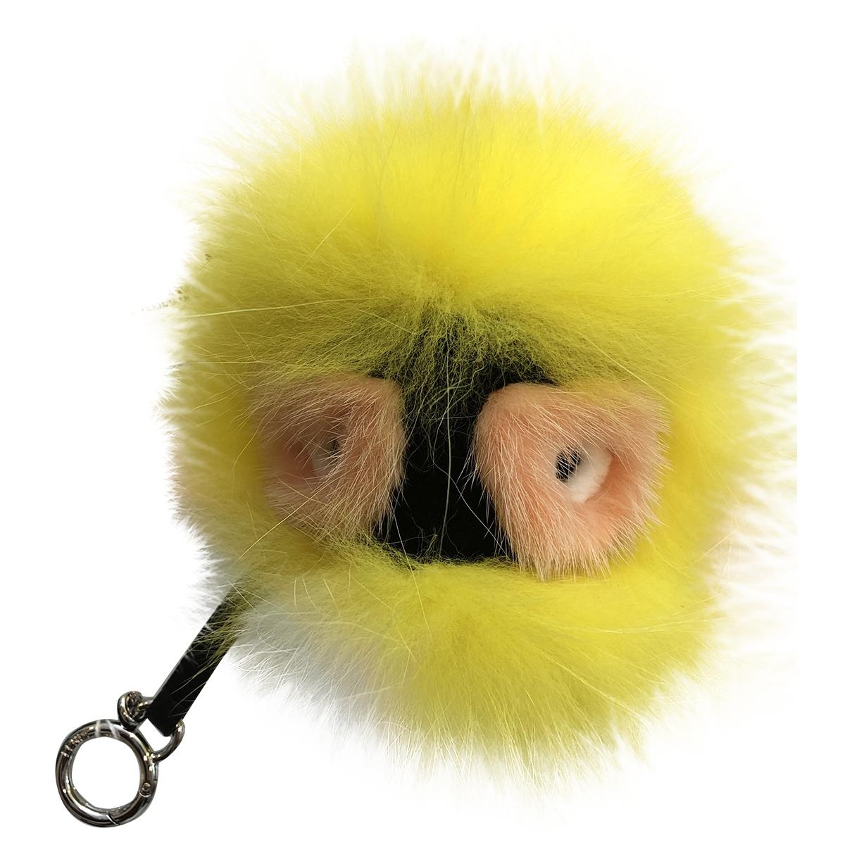 Fendi Pompon Taschenschmuck in  Gelb Fell