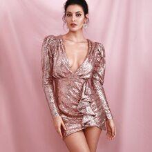 Kleid mit tiefem Kragen, Gigotaermeln, Raffung und Pailletten