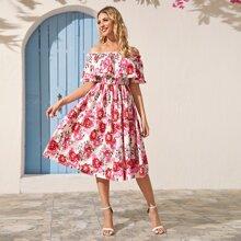 Schulterfreies Kleid mit Blumen Muster und Falten