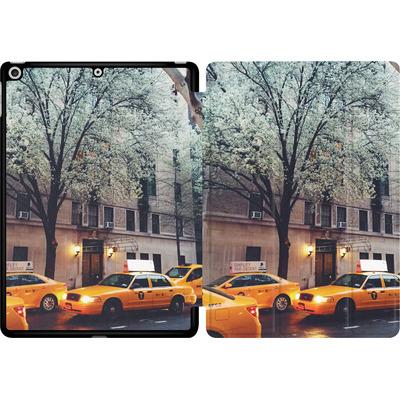 Apple iPad 9.7 (2017) Tablet Smart Case - NYC Yellow Cabs von Omid Scheybani