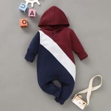 Mono de bebe niño con capucha con boton con costura