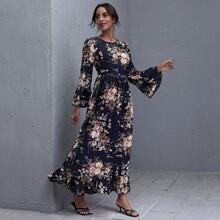 Maxi Kleid mit Ruesche, Manschetten und botanischem Muster