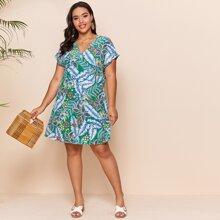 Kleid mit Fledermausaermeln und tropischem Muster