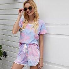 Camiseta unida en contraste de tie dye con shorts delfin