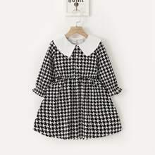 Kleinkind Maedchen Kleid mit Hahnentritt Muster und Kontrast Kragen
