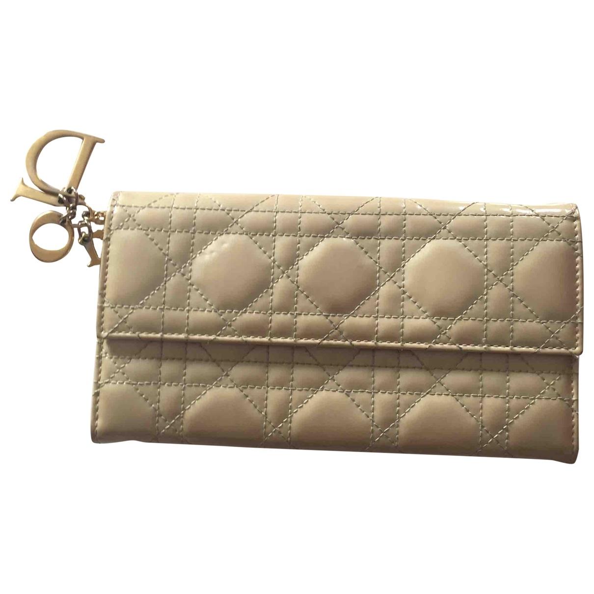 Dior - Portefeuille Lady Dior pour femme en cuir verni - beige