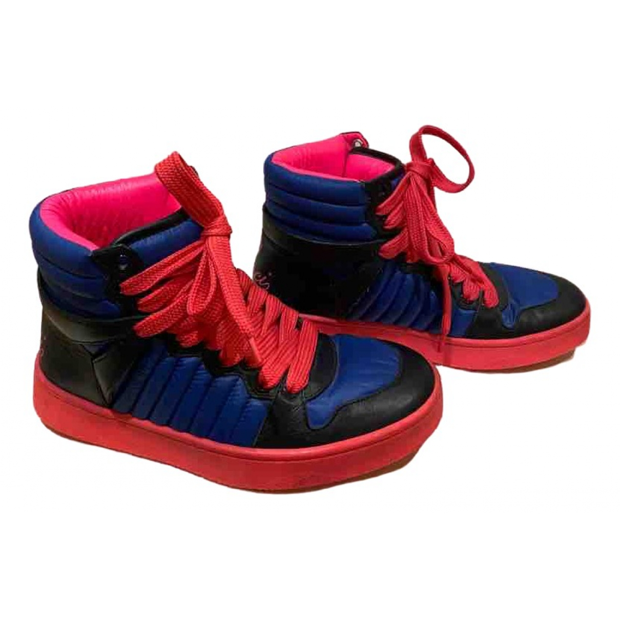 Gucci \N Sneakers in  Rot Polyester