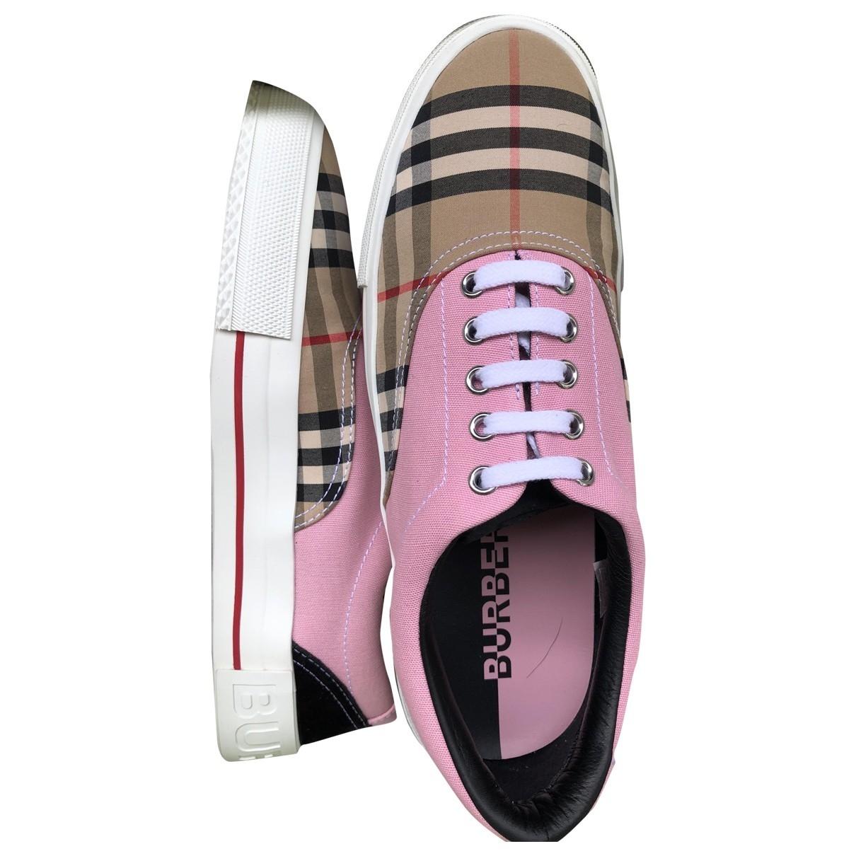 Burberry \N Sneakers in  Rosa Kautschuk