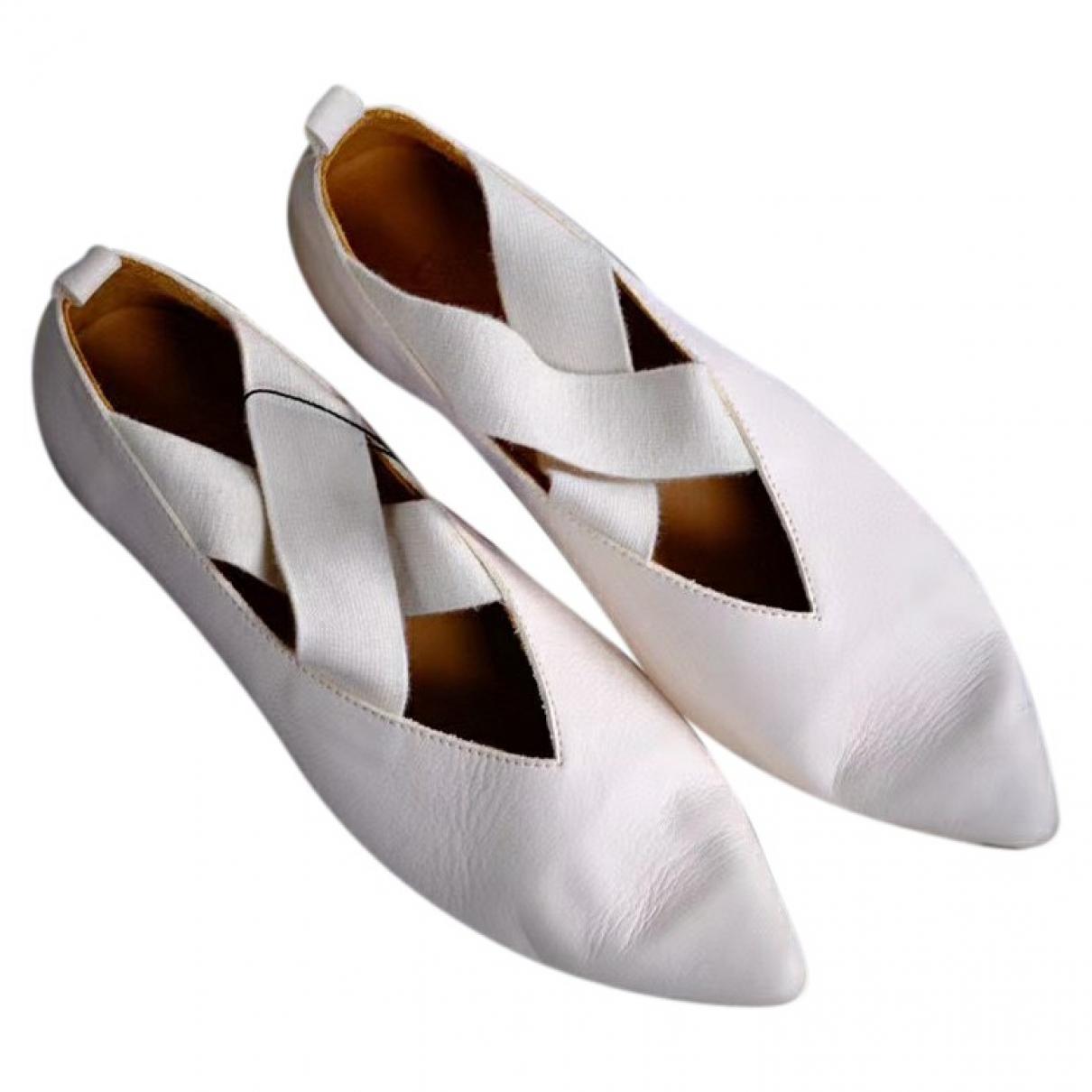 Uma Wang \N Ballerinas in  Weiss Leder