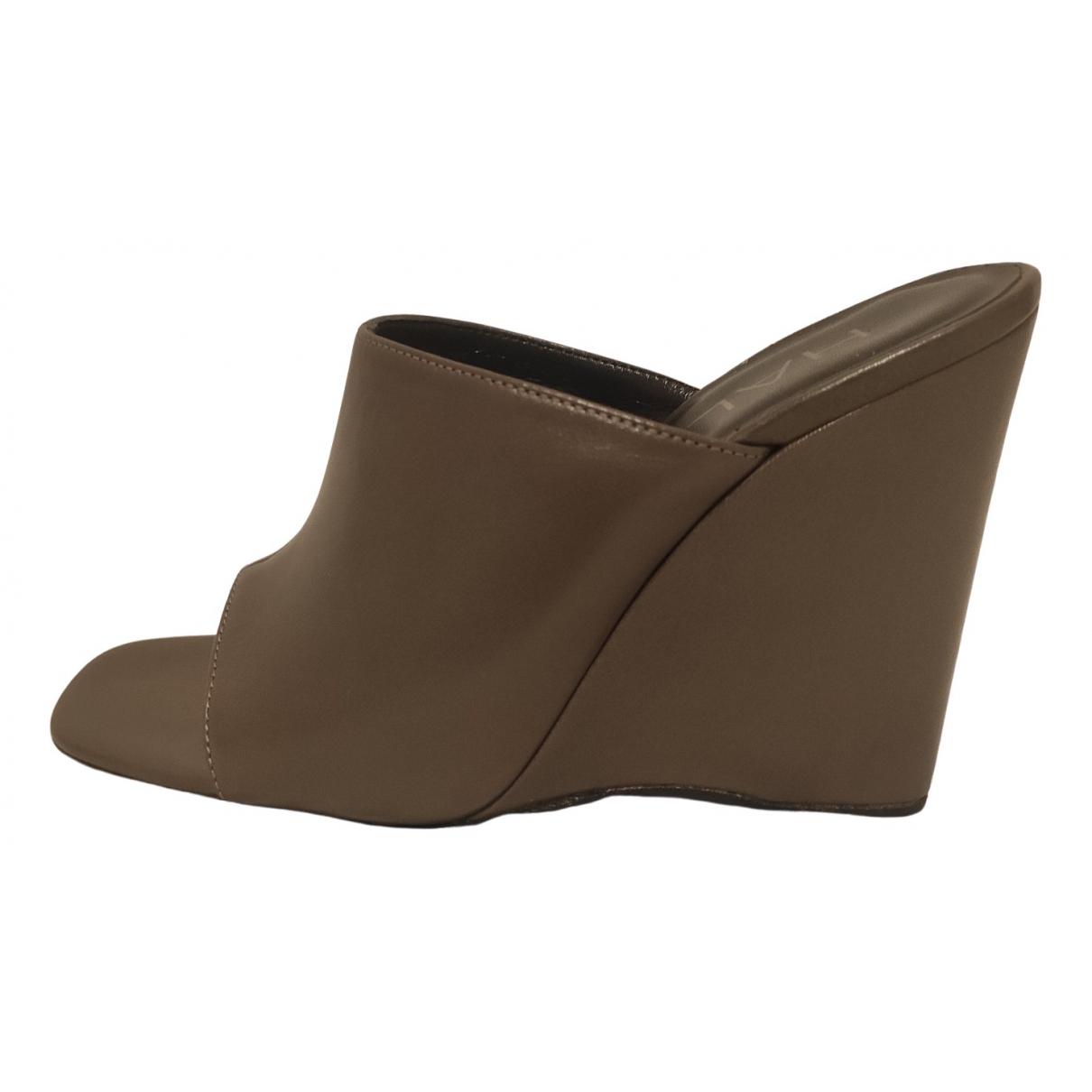 Halston - Sabots   pour femme en cuir - gris