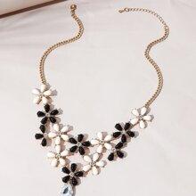 Halskette mit Strass und Blumen Dekor