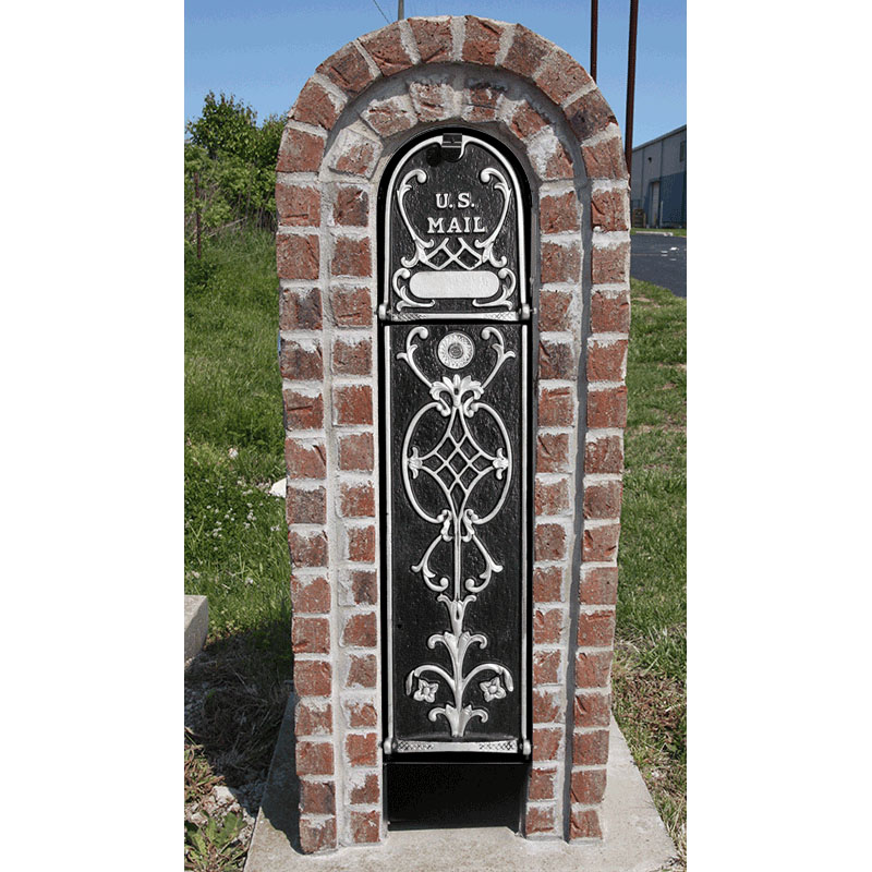 MailKeeper Locking Mailbox with Old English Design Front - Silver
