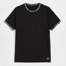 Camiseta con parche ribete con letra