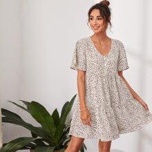 Kleid mit Knopfen vorn, Rueschenbesatz und Leopard Muster