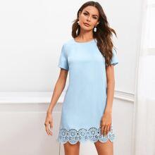 Tunika Kleid mit Bogenkante und Laserausschnitt