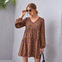 Kleid mit Laternenaermeln, Bluemchen Muster und Rueschenbesatz