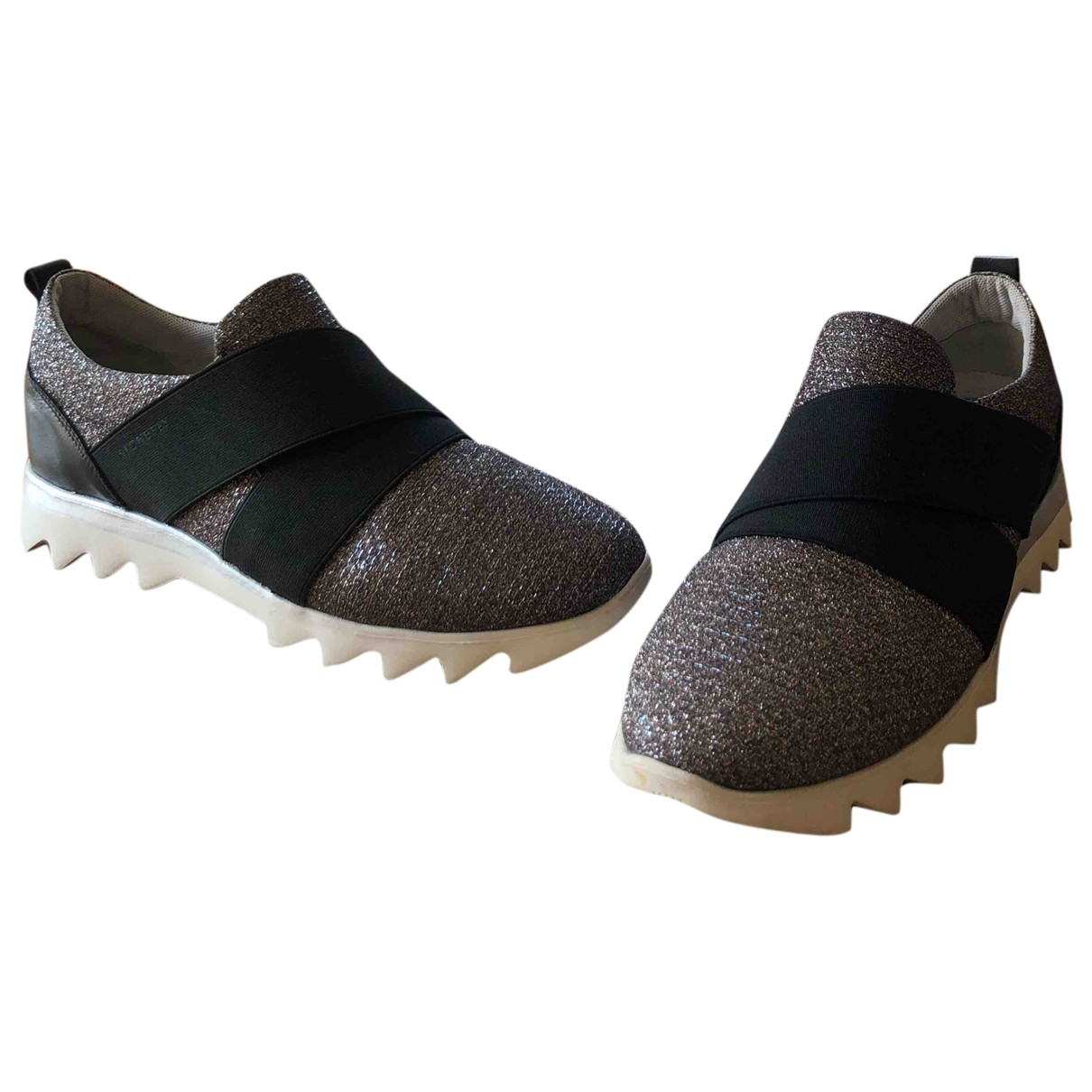 Non Signe / Unsigned \N Sneakers in  Silber Kautschuk