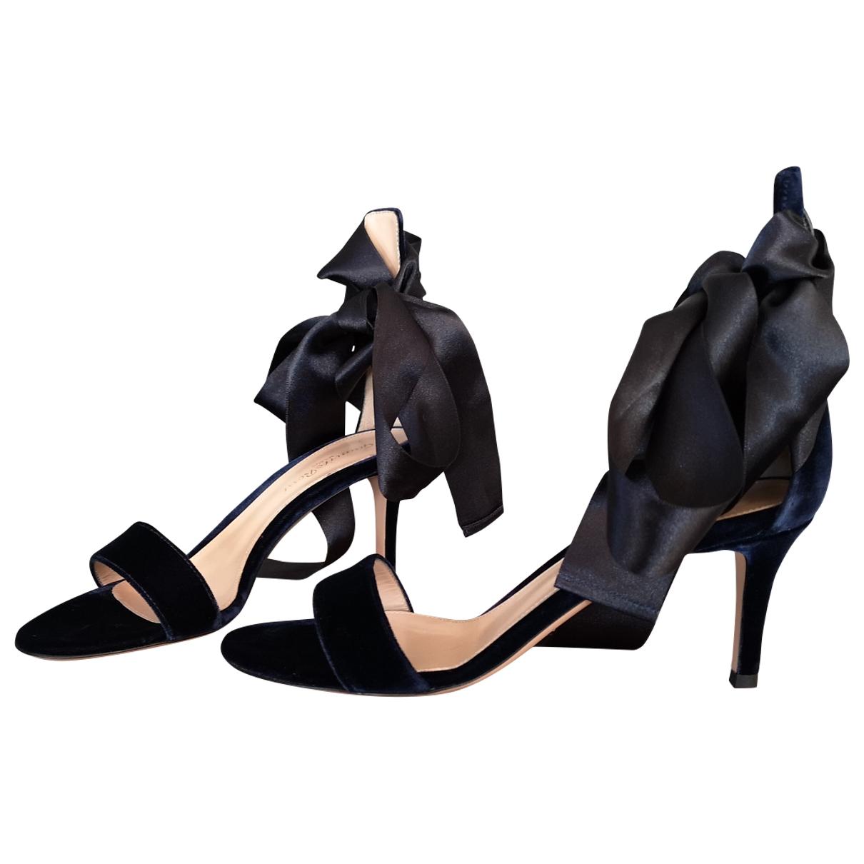 Sandalias de Terciopelo Gianvito Rossi