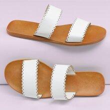Sandalias planas con dos bandas de borde ondulado