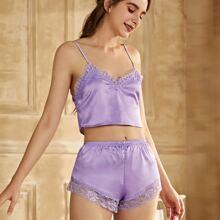 Conjunto de pijama top de tirantes de saten ribete con encaje de pestaña con shorts