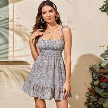 Cami Kleid mit ueberallem Blumen Muster und Raffungsaum