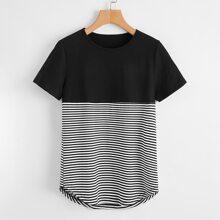 T-Shirt mit gebogenem Saum und Streifen