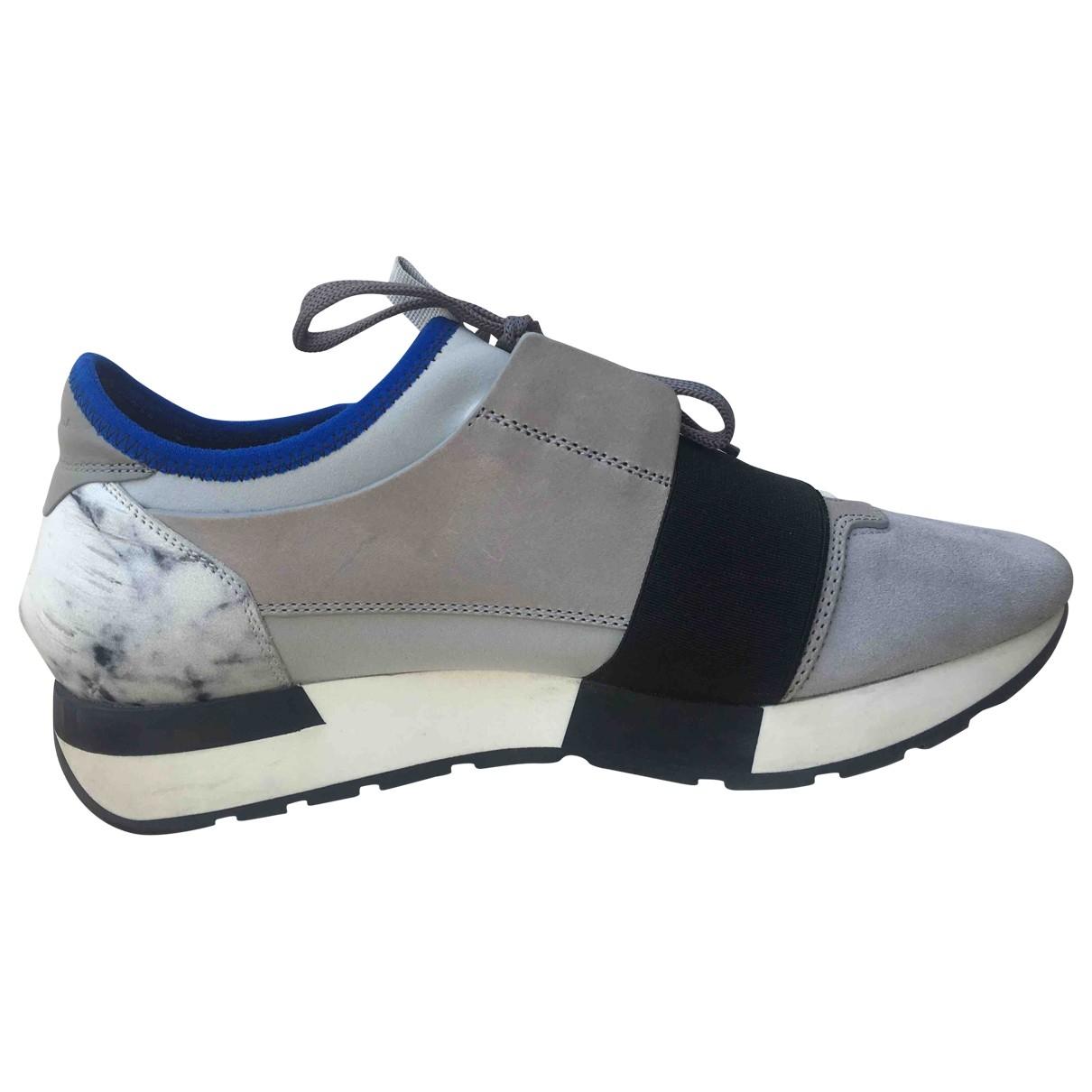 Balenciaga Race Sneakers in  Grau Veloursleder