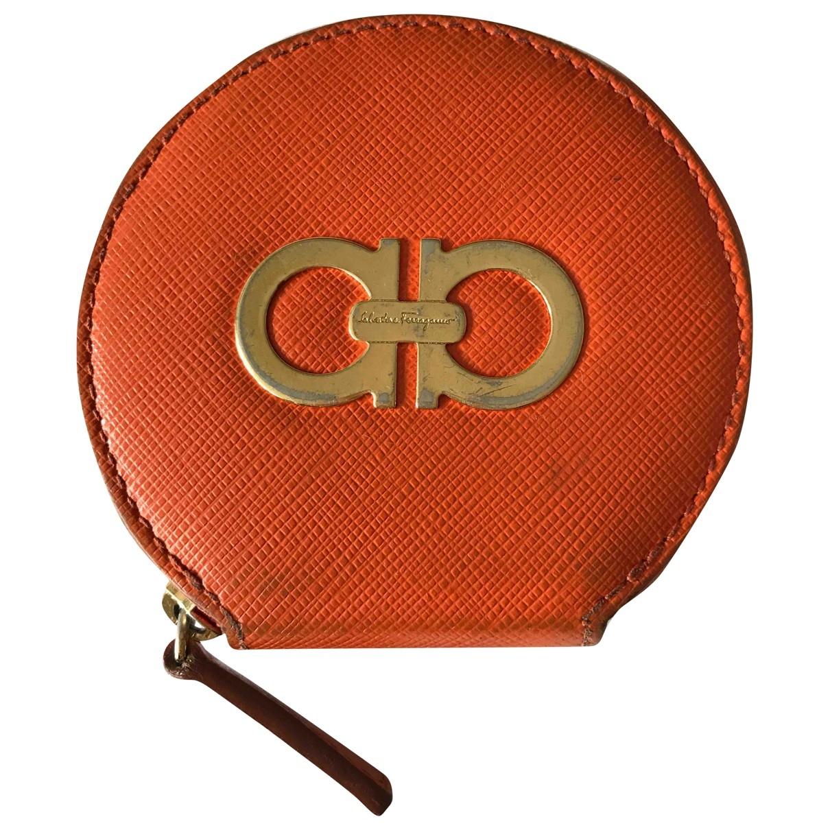 Salvatore Ferragamo - Portefeuille   pour femme en fourrure - orange