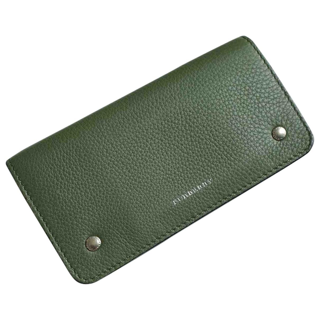 Burberry \N Portemonnaie in  Gruen Leder