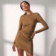 Einfarbiges Kleid mit Wickel Design