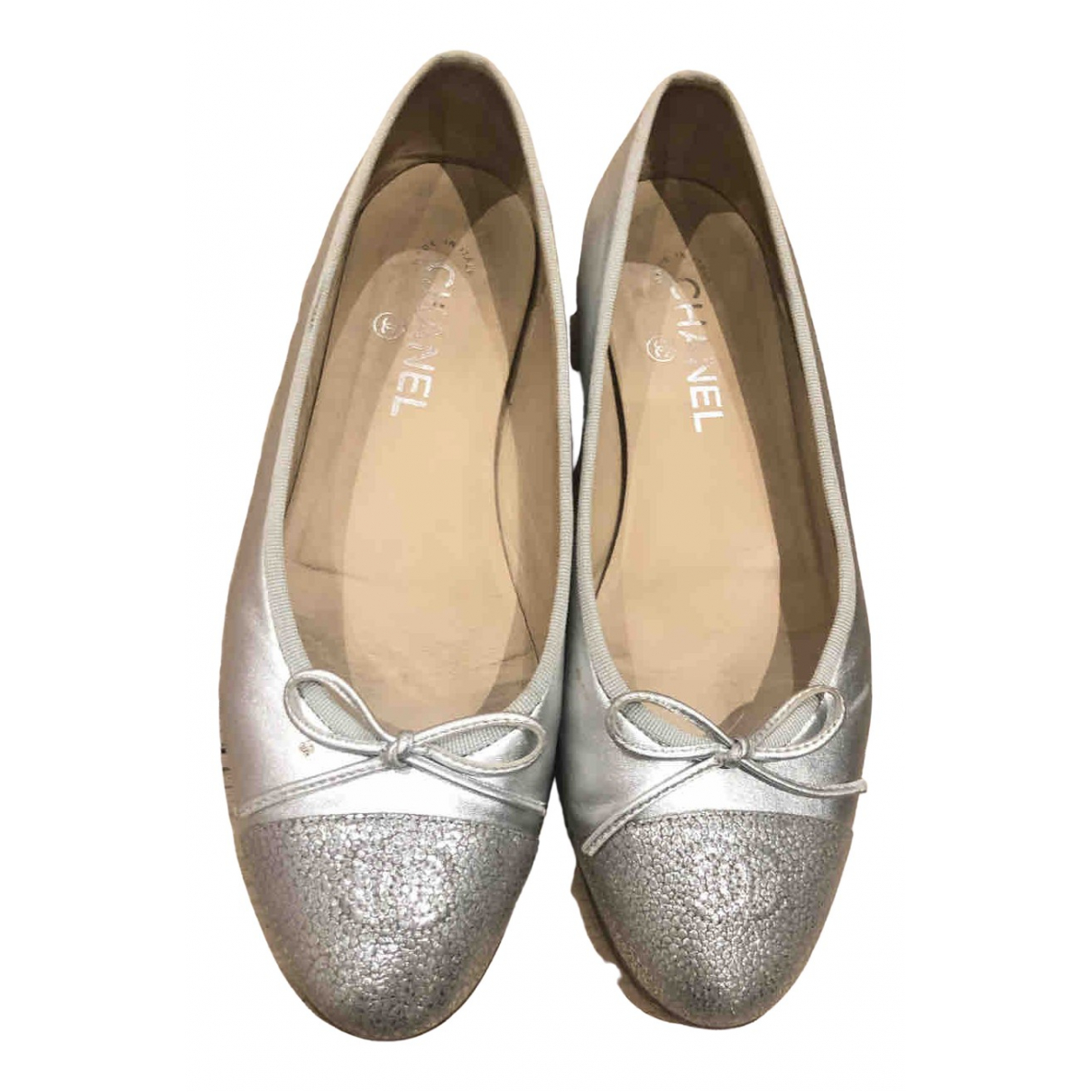 Chanel \N Ballerinas in  Silber Leder