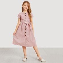 Maedchen Kleid mit Knopfen, Guertel und Streifen