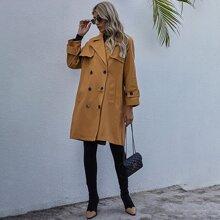 Einfarbiger zweireihiger Mantel