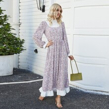 Kleid mit Rueschen am Kragen, Gaensebluemchen Muster und Rueschen