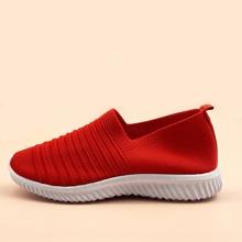 Minimalistische Strick Slip On Sneakers mit weiter Passform
